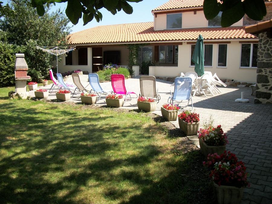le-jardin-de-prunelle_jardin-chaises-longues-011
